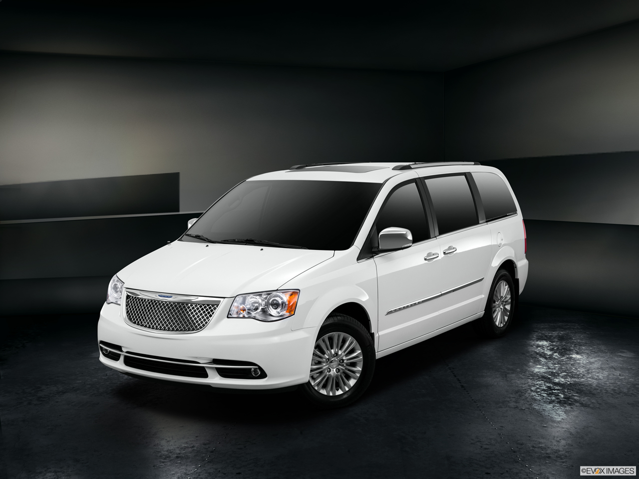 Exterior View Of 2015 Chrysler Town and Country in Huntington Beach