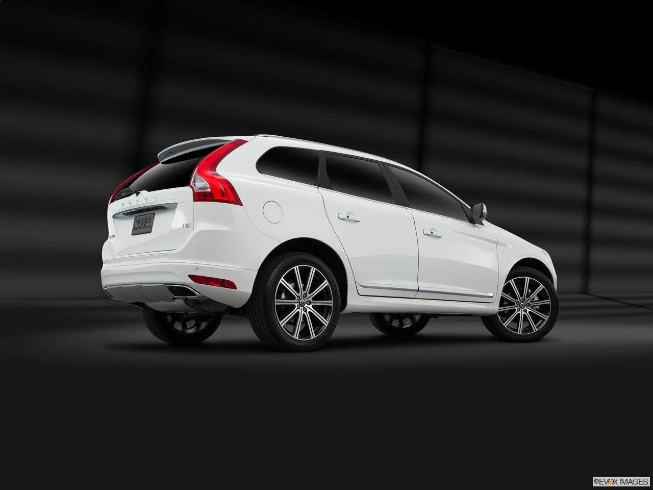 Exterior View Of 2016 Volvo XC60 in Los Angeles