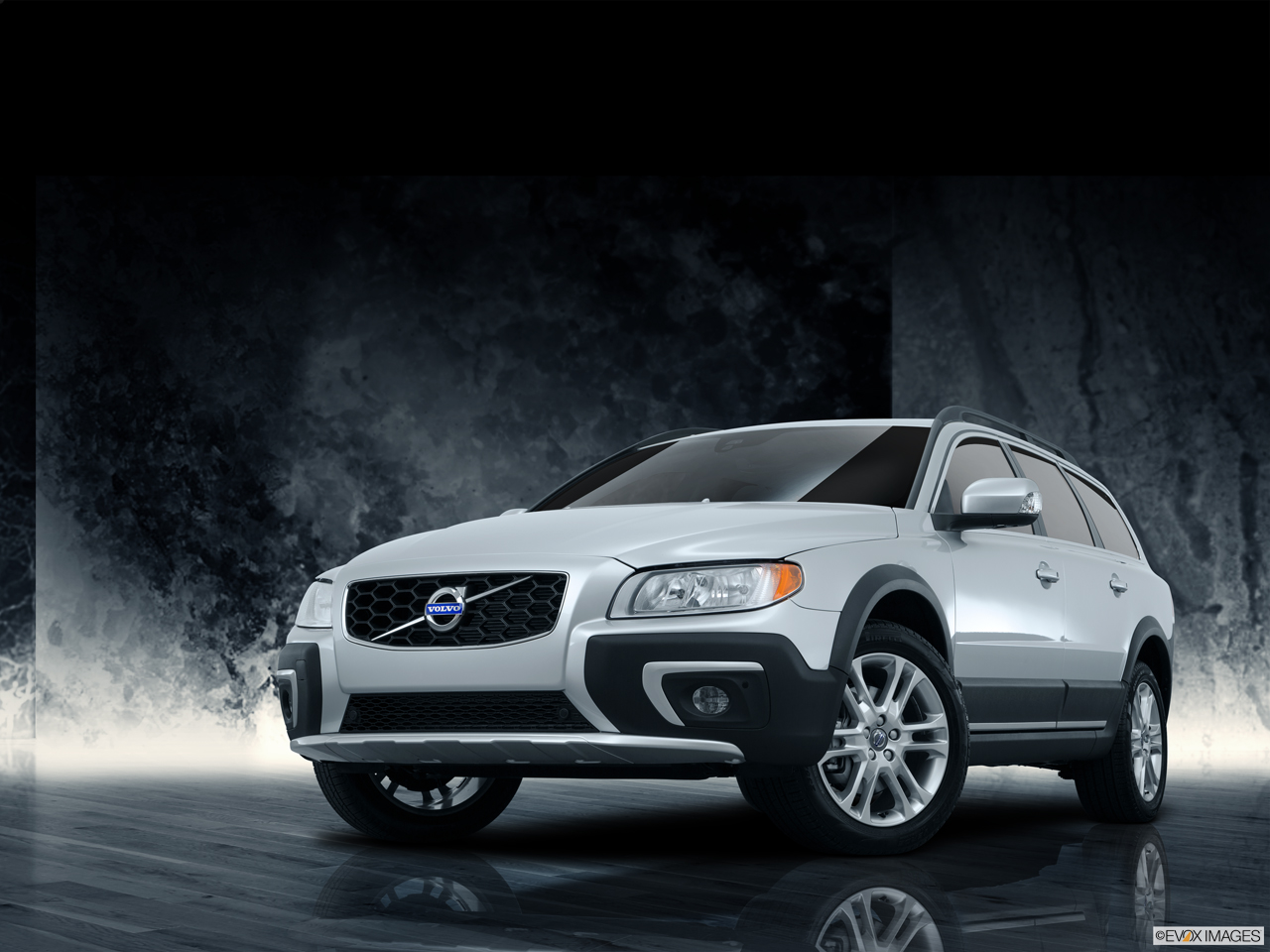 Exterior View Of 2016 Volvo XC70 in Los Angeles