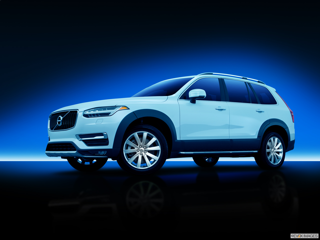 Exterior View Of 2016 Volvo XC90 in Los Angeles