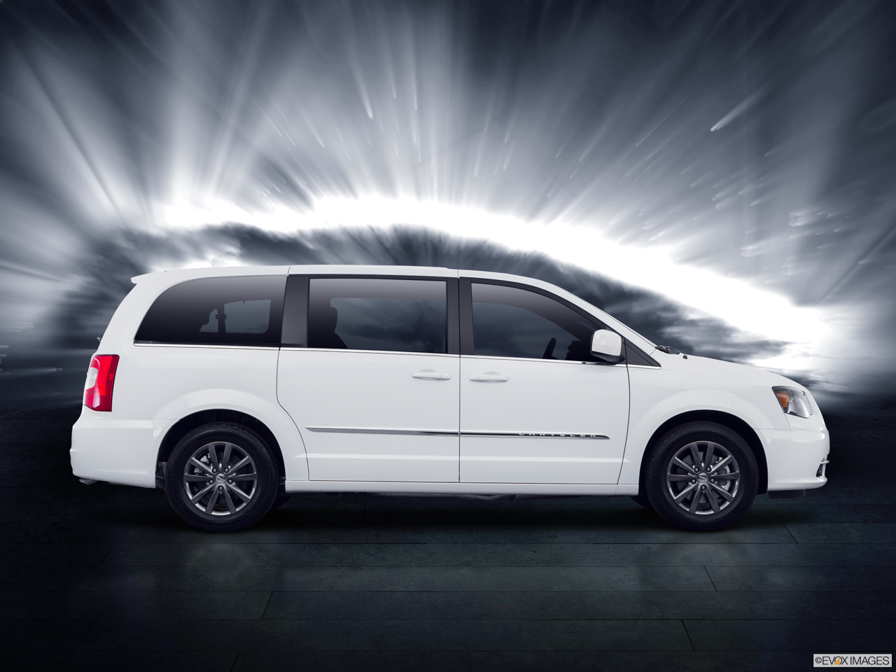 Exterior View Of 2016 Chrysler Town and Country in La Mesa