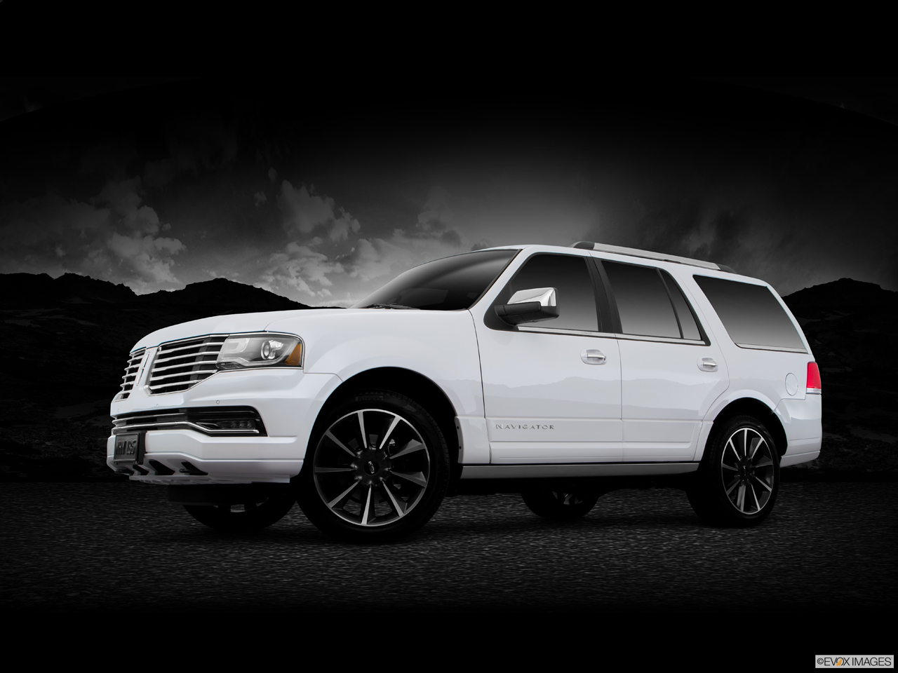 Exterior View Of 2016 Lincoln Navigator in Los Angeles