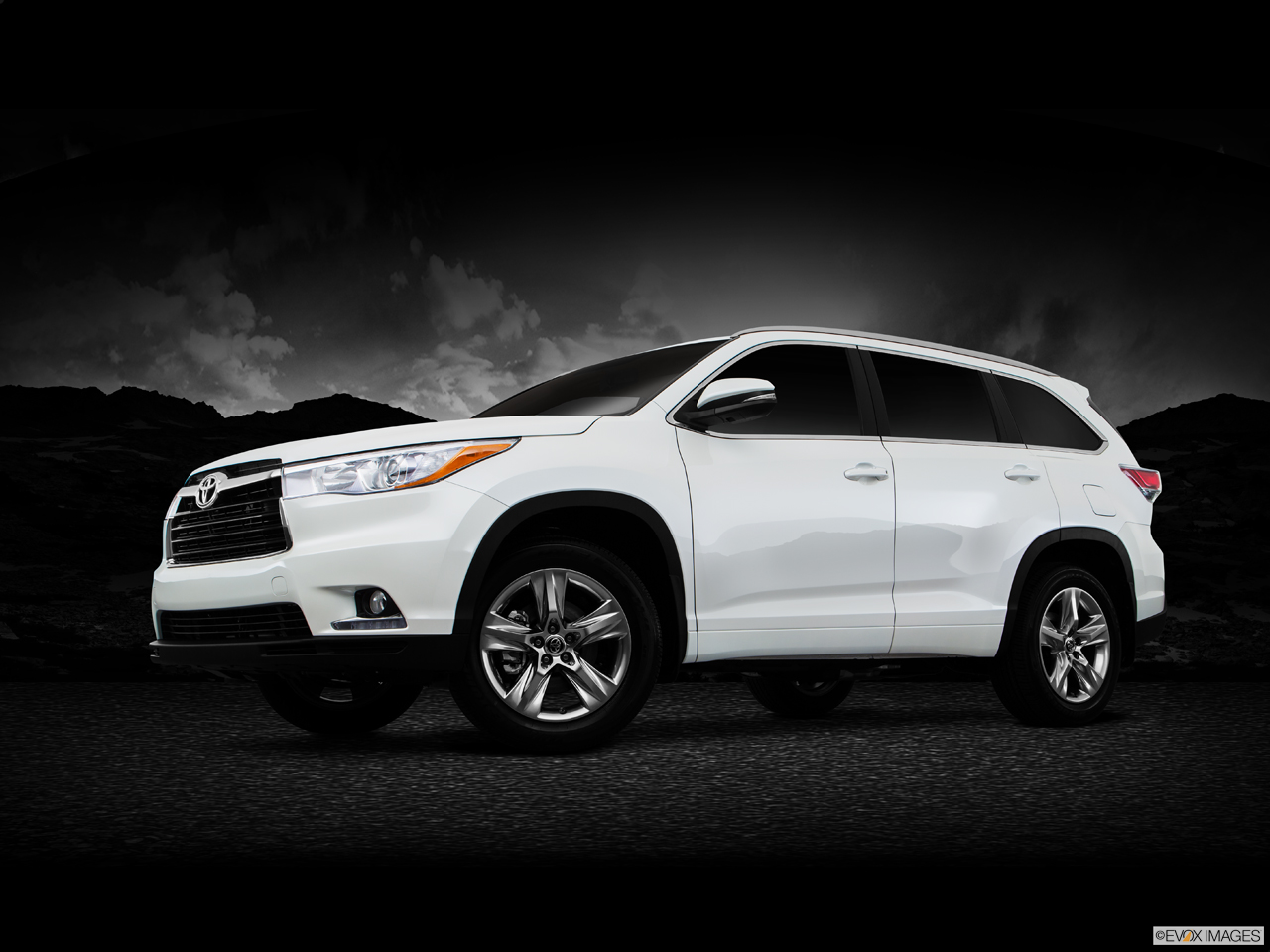 Exterior View Of 2016 Toyota Highlander in Tustin