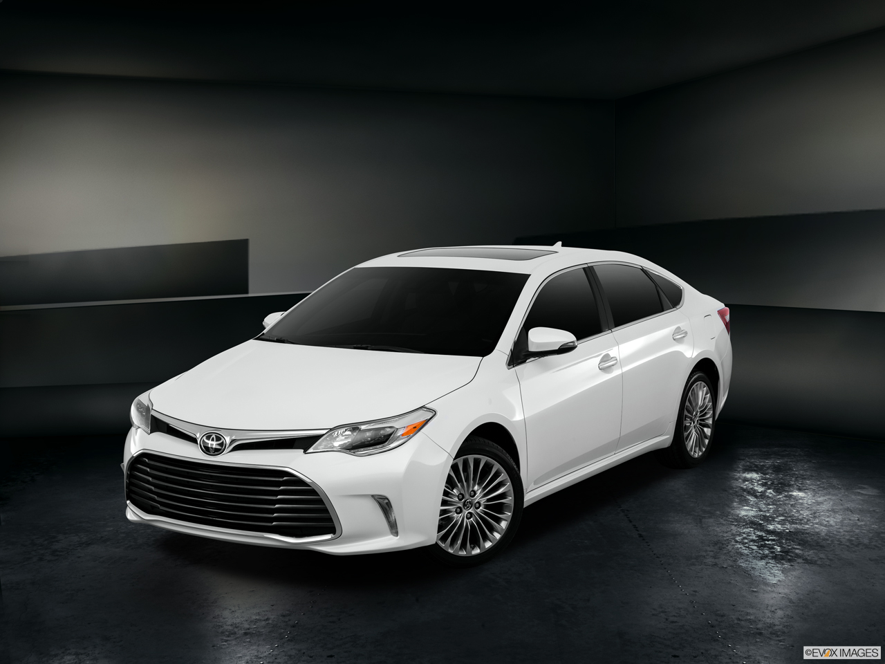 Exterior View Of 2016 Toyota Avalon in Tustin