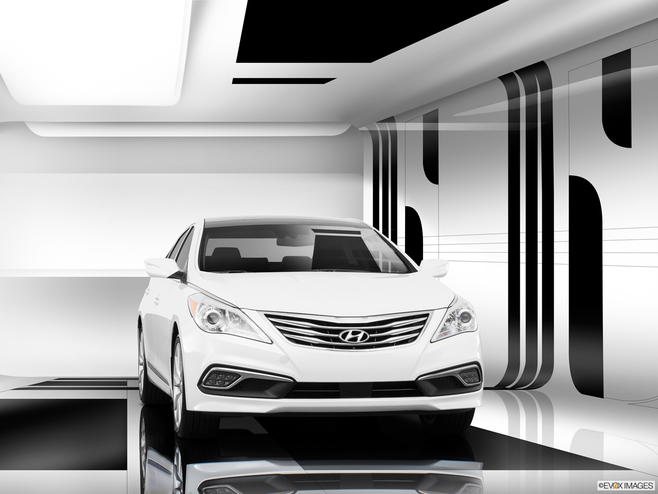 Exterior View Of 2016 Hyundai Azera in Tracy