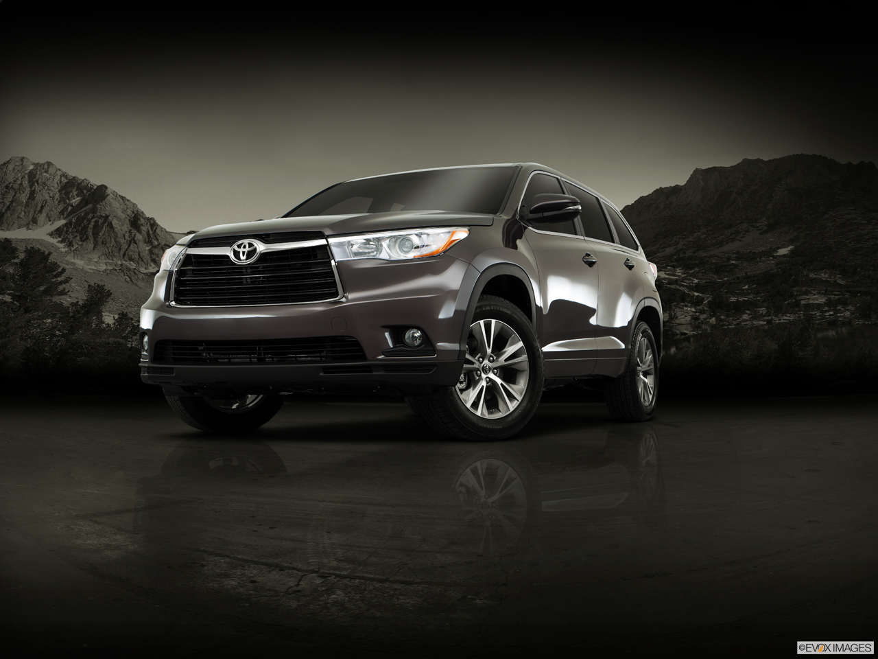 Exterior View Of 2016 Toyota Highlander in Madera