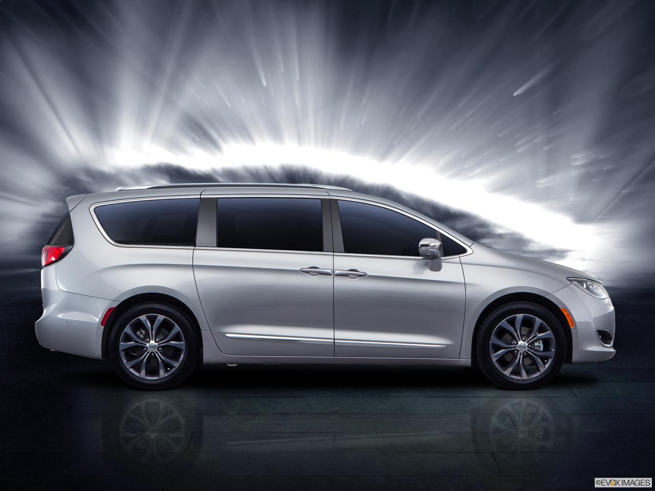 Exterior View Of 2017 Chrysler Pacifica in La Mesa