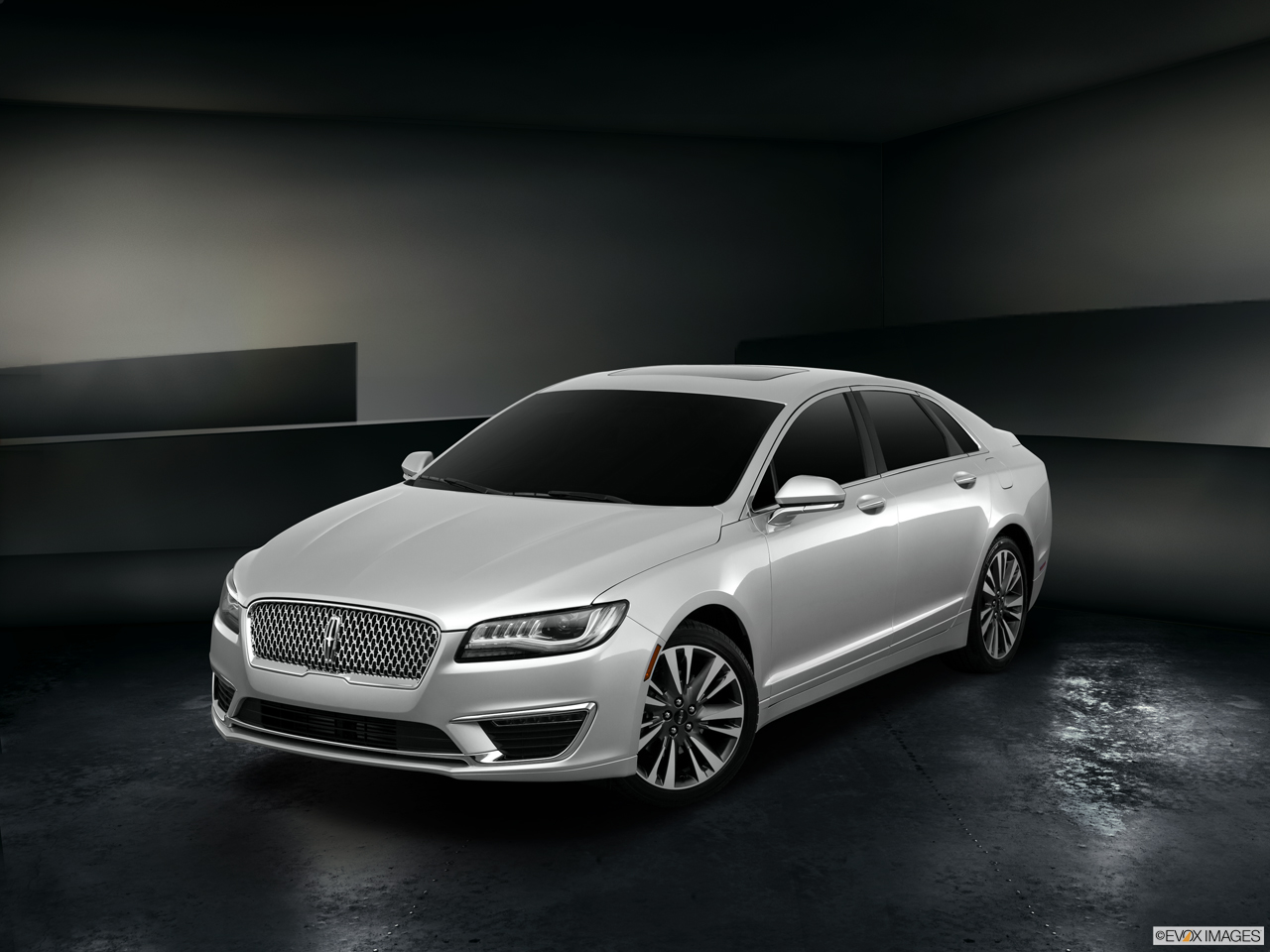 Exterior View Of 2017 Lincoln MKZ in Los Angeles