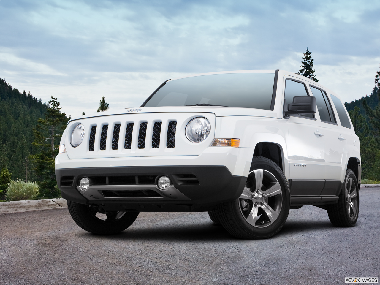 Exterior View Of 2017 Jeep Patriot in La Mesa