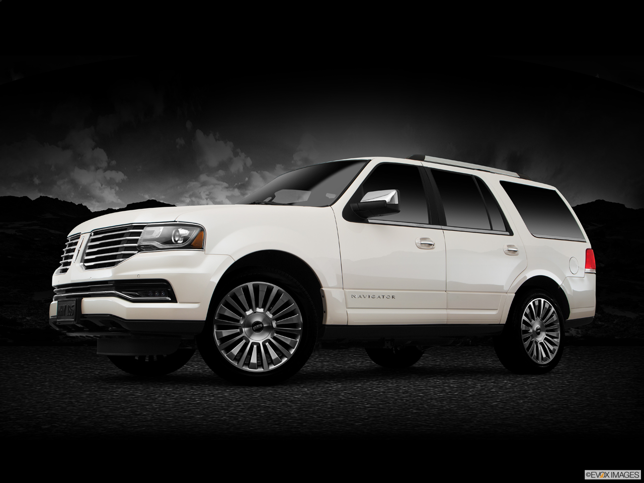 Exterior View Of 2017 Lincoln Navigator in Sunnyvale