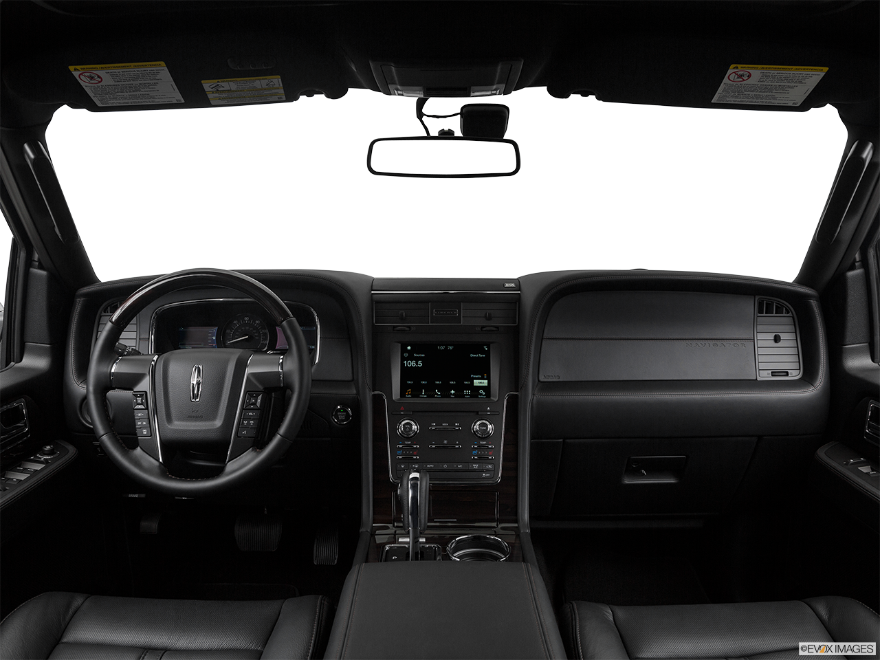 Interior View Of 2017 Lincoln Navigator in Sunnyvale