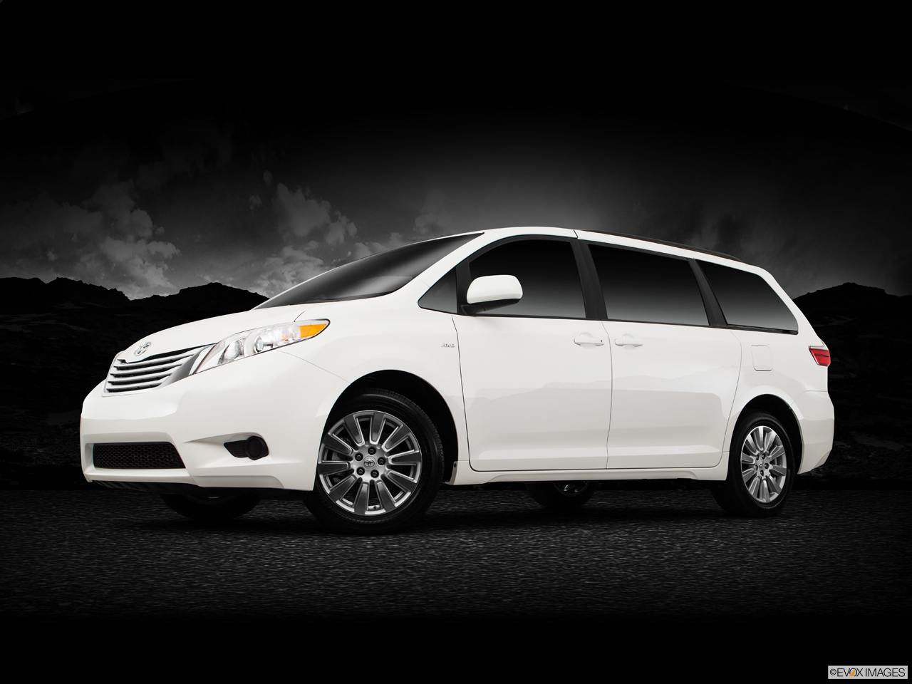 Exterior View Of 2017 Toyota Sienna in Tustin