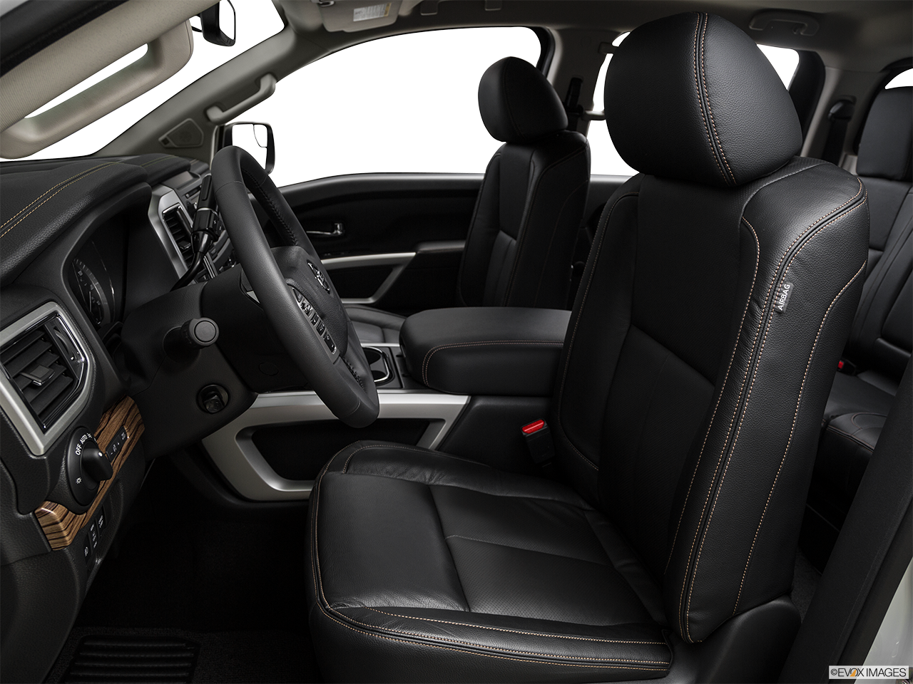 Research The 2017 Nissan Titan in Ontario