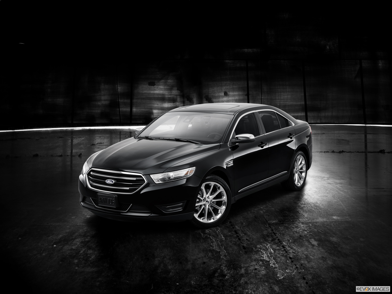Exterior View Of 2016 Ford Taurus in Kilgore