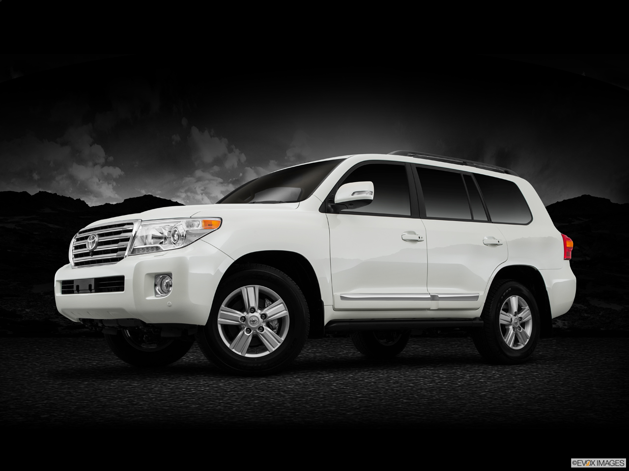 Exterior View Of 2016 Toyota Landcruiser in Sacramento
